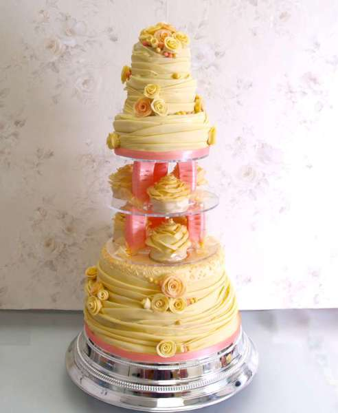 £1100 5 tier with individual cakes Celebrity Wedding Planner Cake