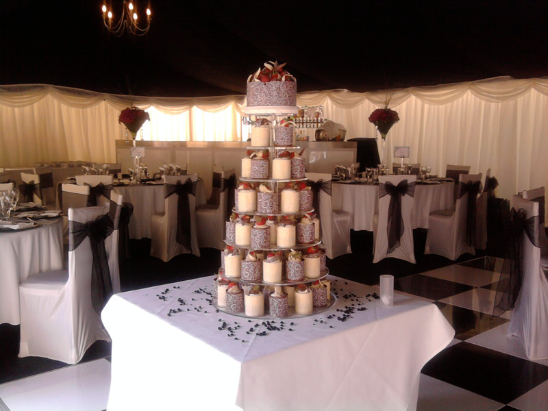 £8-25 each Individual Cakes with a Black and White theme